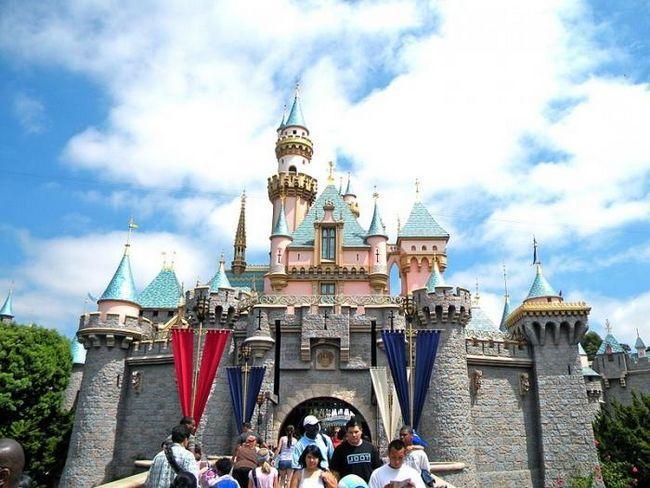 Kde jsou Disneylands (kromě USA)?