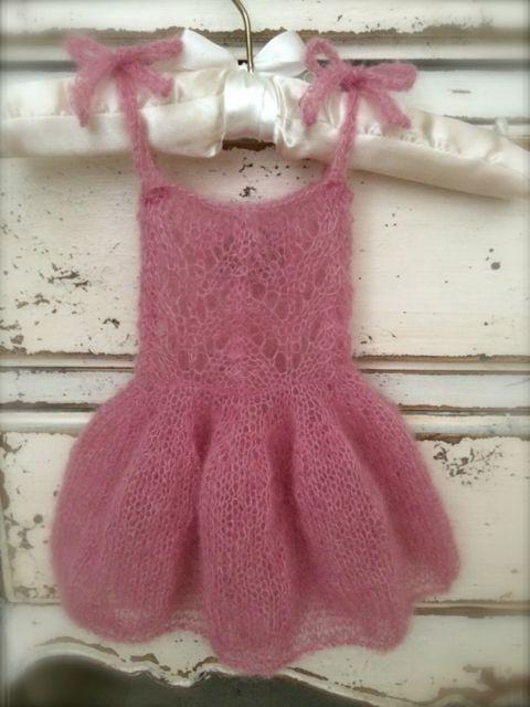 Krásné pletené šaty pro dívku 1 rok staré