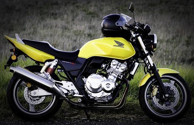 Recenze Honda CB400SF - univerzální, náročné a krásné kolo