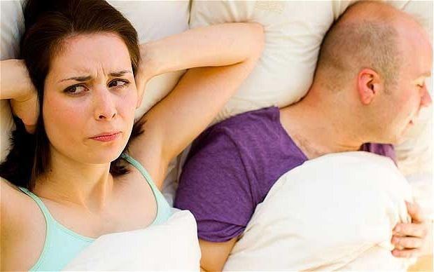 Почему человек храпит во сне? Как с этим бороться?