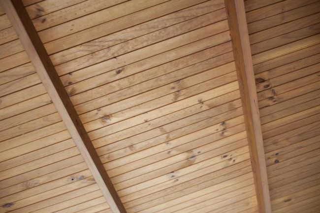 Strop dřevěných stojanů a jejich instalace