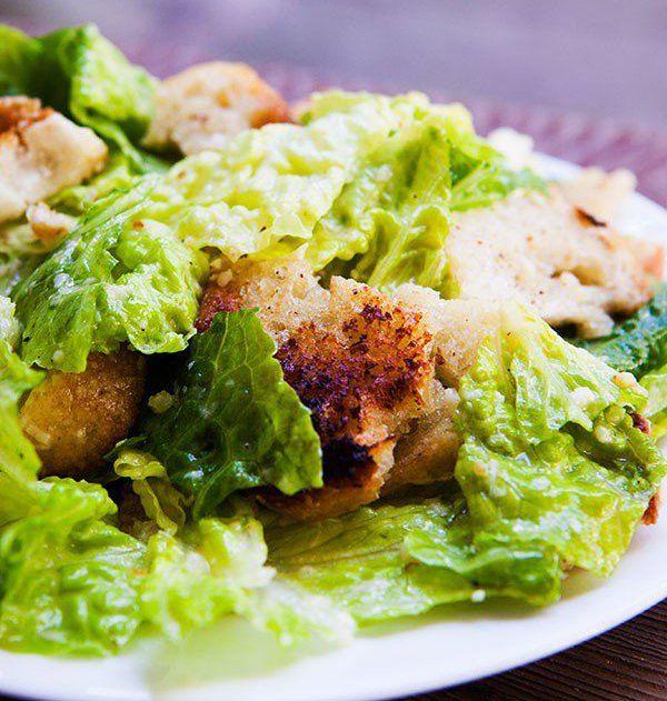 vynikající salát Caesar