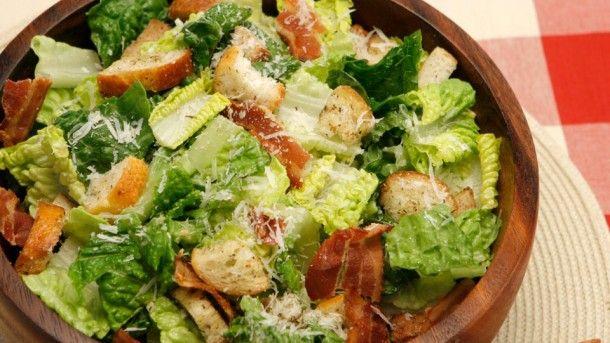 připravený salát caesar