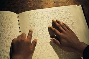 knihy v braillském písmu