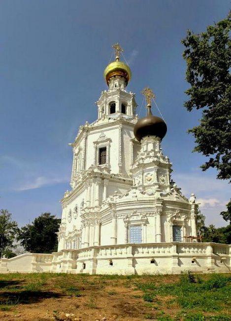 Trinity-Lykovo, kostel Nejsvětější Trojice Zhivonachnaya: popis, historie, adresa