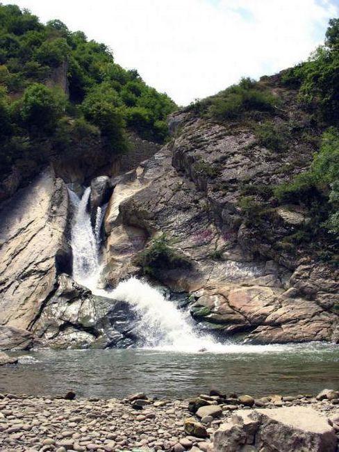 Vodopád Khuchninský - pohled na Dagestan