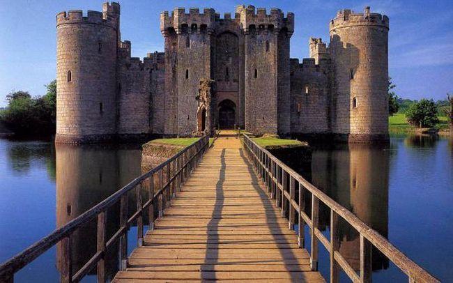 Hrad Bodiam, Anglie: památky, historie, zajímavosti