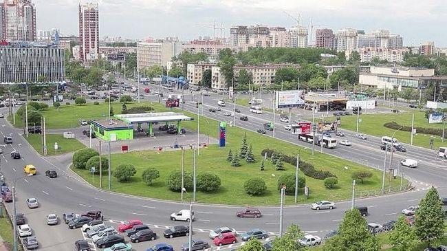 Známost s Petrohradem: Ústavní náměstí